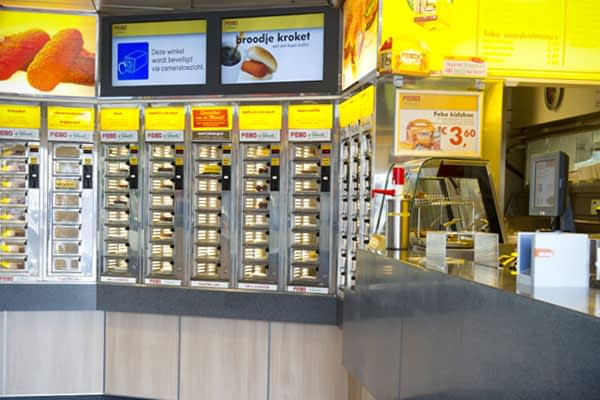The FEBO offers something that the Dutch love ; grabbing your warm meal from the wall without having to que