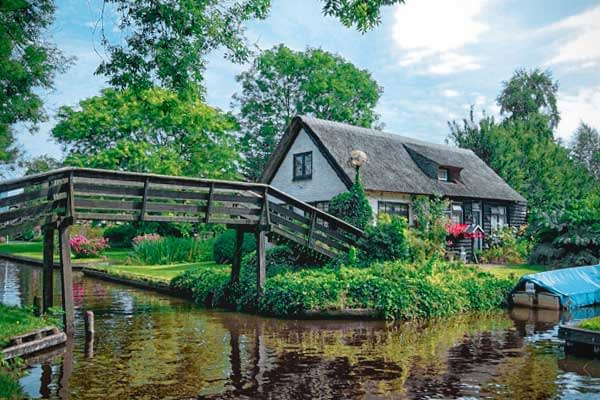 Farm house in Giethoorn, the Netherlands. Picture taken by Michel van der Vegt